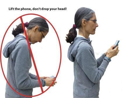 سرت رو بالا بگیر و موبایل رو جلوی صورتت!